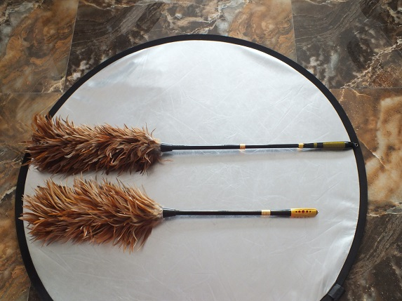 chicken feather duster with retractable handle